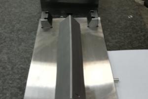Outil d'estampage composite
